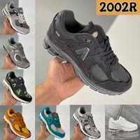 Nyaste 2002R Designer Running Skor Protection Pack Phantom Havsalt Vatten Var guide Black Grey Camo Luxury Men Women Sneakers Trainers