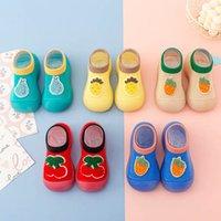 طفل أول مشوا أحذية طفل الرضع الأولاد الأحذية الطفل الربيع والصيف الوليد الجوارب الكرتون الفاكهة الاطفال الطابق الأخفاف الناعمة B6541