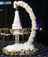 رومانسية فاخرة المعادن ديكور القوس الثابة تعليق الثريا كعكة الوقوف سوينغ لسطح الحدث الحدث محور العرس