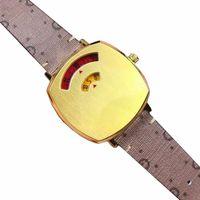 ساعة اليد 2021 إمرأة الرقمية الأزياء الكوارتز ساعة مع الذهب لهجة السيدات الساعات الفاخرة العلامة التجارية البني الكرتون الجلود حزام المرأة دبوس مشبك المعصم