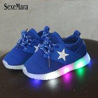 LED Işık Ayakkabı Çocuklar 1-3 Yıl Bebek Sneakers Arka Işık Ile Pembe Kız Ayakkabı Toddler Nefes Rahat Siyah / Mavi Ayakkabı LJ201104