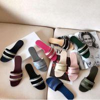 Designer brevet cuir de haute qualité femmes sandales été plats plats fashion fashion femme grosse tête arc-en-ciel lettres avec boîte