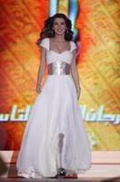 Nueva llegada Nancy Ajram Chiffon Prom Dresses with Fajas Árabe Dubai Estilo Blanco Vestidos formales Robe de soiree Noche Vestidos de famosos