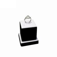 Promoção de Veludo Preto Jóias Display Holder para Anéis Fine Jewelry Expositor Stand Torre em Branco PU com 5 * 5 * 5.5 CM