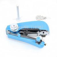 Mini uso à mão sem corda portátil do curso da casa da máquina de costura da roupa