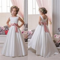 Gioiello senza maniche A Line Satin Ribbon Bow Sweep Train White Ruffle Bellissimi abiti da sposa Flower Girl Dresses
