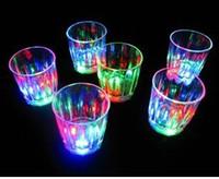 Darmowa wysyłka LED Shot Glass Flashing Strzał Okulary Luminous Cup Urodziny Party Halloween Chirstmas Prezent Dekoracja Wina Szkło piwa Szkło