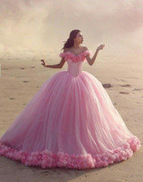Detto Mhamad 2019 Abiti da sposa Arabo Dubai Abiti da sposa Ball Gown Off spalla Vintage Puffy fiori fatti a mano Abito da sposa robe de mariage