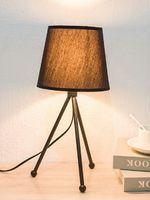 Promotion 220V Bref Trépied En Métal / Triangle Base Tissu Abat-Jour Veilleuse Lampe Lecture Simple Fer Petite Nuit Lumière Lampe De Table Lampe EU