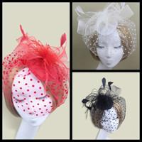 Fascinators nupciales 3 Fascinators de color Bonitos sombreros Sinamay Accesorios para el cabello nupcial y de boda Sombreros de cóctel Rojo / Negro / Blanco