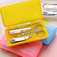 200 sätze / los Tragbare 4-in-1 Kohlenstoffstahl Nagel Maniküre Set Persönliche Schönheit Set Mini Nagel Werkzeug Kit Kostenloser versand
