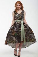 2019 Camo Short Camo Abendkleid V-Ausschnitt Tee-Länge Camouflage Brautkleider Hochzeit Party Kleider mit Satin Schärpe Brautjungfer M46