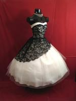 خمر 1950 طول الركبة فساتين زفاف قصيرة 2015 أبيض وأسود الرباط القوطية أثواب الزفاف الحبيب الفيكتوري الكرة بثوب فستان الزفاف