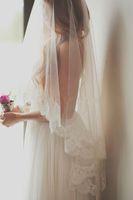 2015 Romantyczne Tanie Weils Bridal One Layer Długość Palca Welony Ślubne Z Koronką Krawędź Białym Ivory Weils Do Panny Młodej Darmowa Wysyłka