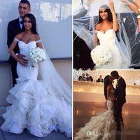 Glamouröse 2019 Mode Meerjungfrau Brautkleider Tiered Röcke Von der Schulter Sexy Brautkleider Spitze Rüschen Perlen Hochzeitskleid