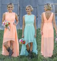 2020 Land Brautjungfernkleider Bateau Backless hohe niedrige Chiffon- Coral Mint Green Beach Trauzeugin Kleid für Hochzeitsfest-Abschlussball Günstige