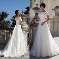 Dentelle vintage une ligne robes de mariée 2016 de l'épaule manches courtes à glissière Robes de mariée à la fermeture avec ruban Robes de mariée en cristal