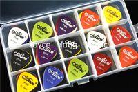 100pcs Alice Mat Akustik Elektro Gitar sürü pena + 1 Büyük Plastik Seçtikleri Tutucu Vaka Box Seçtikleri
