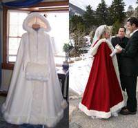 Pas cher cape de mariée ivoire superbes manteaux de mariage à capuche avec garniture en fausse fourrure longueur de la cheville rouge blanc parfait pour l'hiver