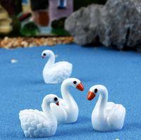 8pcs / lot White / Black Swan fairy garden miniature Bottiglia di cristallo Decorazione animale muschio micro paesaggio gnome mestiere in resina
