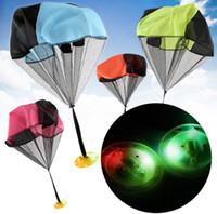 Parachute Launcher Land UFO Lumineux Clignotant Jouets Enfants Enfants En Plein Air Sport Jouez Jouets Meilleur Cadeaux De Noël Enfant Parachuts