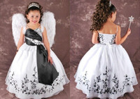 Satin Blanc Et Noir Fleur Fille Robes Bretelles Spaghetti Robe De Bal À Lacets Broderie Pageant Robes Enfants Custom made