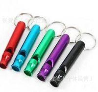 1000 stücke Mini outdoor Survival Schlüsselanhänger Camping wandern Notfall Pfeife Aluminium Whistle Hunde Für Training Mit Keychain