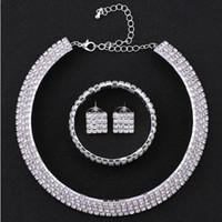 Großhandel Western Pop Bridal Halskette Sets 2019 Heißer Verkauf Strass Ohrringe Armreifen Frauen Hochzeit Zubehör