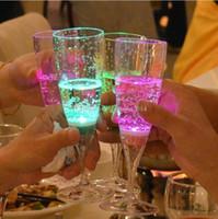 6.8 * 18CM Liquid LED attivo tazza lampeggiante, plastica LED Flash Champagne vetro, LED Flash vetro LED vetro Drink Cup Bar fornitura di nozze