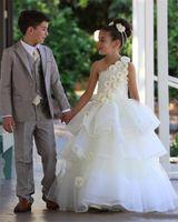 الجمال الفريد زهرة بيضاء فساتين البنات لحضور حفل زفاف 2018 واحد الكتف زهرة اليدوية المتدرج تنورة الفتيات المسابقة ثوب