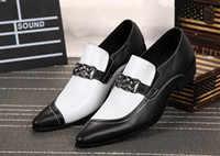 Zapatos de cuero de los hombres del diseñador de la moda adelantada Zapatos de ocio personalizados blanco de las cadenas del encanto de las cadenas Charm Etapa de la demostración del negro zapatos Tamaño 38-46