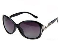 Hot vendita Sun Glassses Montatura in plastica con lente UV400 che guida gli occhiali da sole con logo personalizzato da uomo