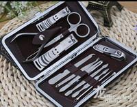 Ensemble de soins pour les ongles 12 en 1 Set de pédicure Ciseaux Tweezer Knife Pince à oreilles utilitaire Outils de manucure Kit coupe-ongles