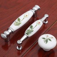 Maniglie per mobili in ceramica rurale da 96 mm maniglie per mobili da cucina in porcellana verde bianco tirano le manopole maniglie delle porte del comò in argento cromato