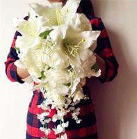 Şelale Gelin Buketi Yapay İpek Gül Zambak Yeşil Yaprak Ivy Vine Yeşil Renk Düğün Gelin Nedime Buketleri Fotoğraf Sahne