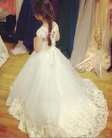 Amazing Flower Girls Dresses For Weddings Sheer Bateau Halsband Capped Sleeves Lace Appliques Tulle Barn Liten Brud Slitage Bröllop
