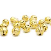 El envío libre, 8 mm de oro Jingle Bell cuelga los encantos con Loop pequeñas campanas Fit Festival joyería colgantes del encanto de los granos