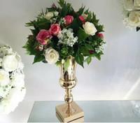 Üsleri altın demir çiçek standı Devekuşu tüyü dekorasyon düğün centerpieces