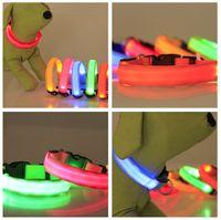 Regali di Natale Cane LED Collar Hot XS / S / M / L / XL per Snoopy LED lampeggiante Glow Glow Led Forniture per animali domestici Dog Cat Collar Piccoli cani Collari
