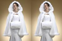 Weiß Faux Pelz Braut Bolero Winter Hochzeit Jacke Bridal Cloak Cape Bridal Wraps mit Kapuze Hochzeit Zubehör
