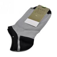 Al por mayor-6 colores calcetines de los hombres cortos del tobillo del barco de corte bajo deporte calcetines de fibra de bambú tripulación Casual Nuevo