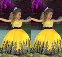 Şık Sarı Balo Kız Toddler Pageant Elbiseler Donanma Kanat Dantel Aplike Ile Özel Düğün Çiçek Kız Balo Parti Abiye