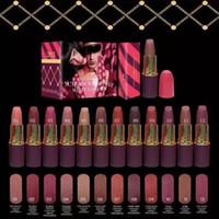 DHL Bateau gratuit! Nouveau Lipstick Célèbre Marque Maquillage beauté MATTE LIPSTICK Casse-Noisette Rouge à Lèvres Doux 3G Cosmétiques rouge à lèvres