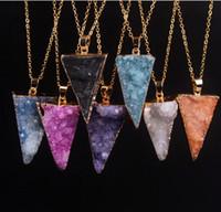 Natural Cristal Druzy Pingente Invertido Triângulo Cristal Geode Bud Cluster Strass Colar Pingente Preto / Branco / Roxo / Azul / Rosa / Amarelo