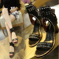 Cool Sexy Women Pumps Tacones de punta abierta Sandalias Mujer Remaches Sandalias romanas Grueso con plataforma de mujer de verano Zapatos de mujer med tacón