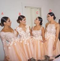 Luz Organza Puffy Vestidos de dama de honor cortos 4 Estilo diferente Prom Vestidos de fiesta Apliques de encaje Mangas largas Sin respaldo Vestidos de dama de honor