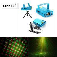 a buon mercato 2 X Mini LED puntatore laser discoteca luce del partito modello di illuminazione proiettore lampada spettacolo IR telecomando RGB proiettore laser luci regalo di Natale