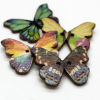 WB-27 도매 100pcs 화려한 나비 인쇄 나무 단추 두 구멍 다채로운 단추 장식 봉제 공예 의류 액세서리