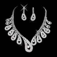 Yeni Ucuz Bling Kristal Gelin Takı Seti Gümüş Kaplama Kolye Elmas Küpe Gelin Kadınlar Için Düğün Takı Setleri Gelin Aksesuarları