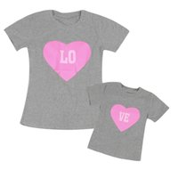 Abbigliamento da corrispondenza Famiglia Puseky Mamma e me Vestiti Lettera Tshirt a maniche corte Figlia Madre Amore Calore Stampa Famiglia Abbigliamento